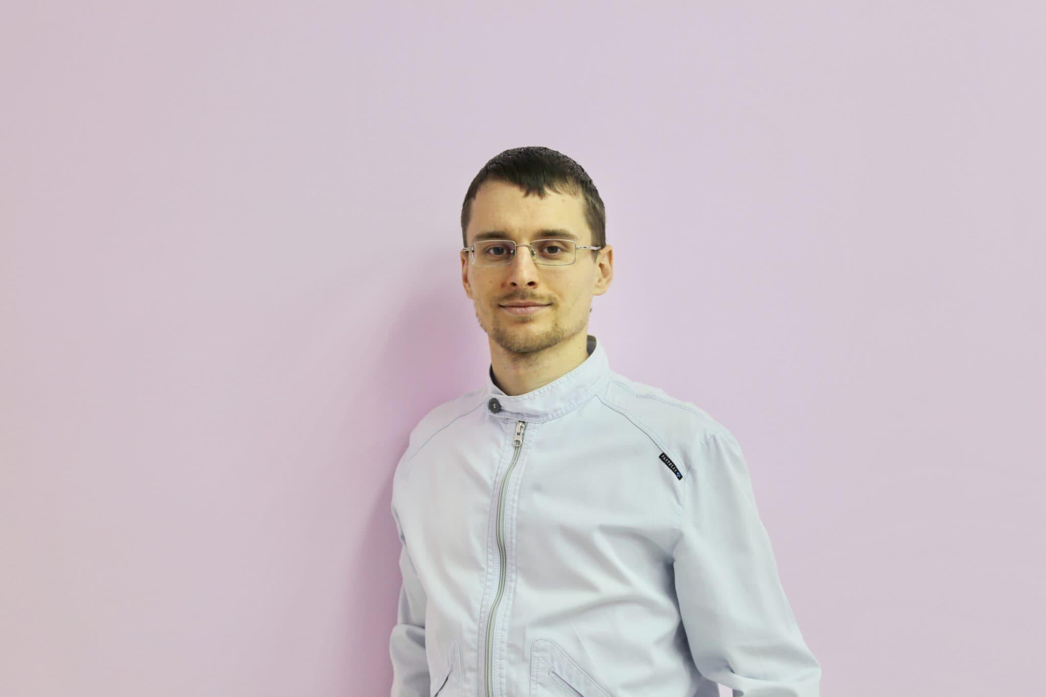 Павлуш Константин Владимирович - установит импланты Alpha Bio, Osstem, Straumann в Спб
